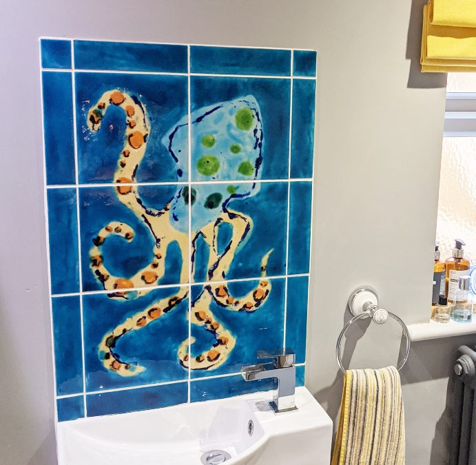 Create your own special bathroom with our hand decorated tiles !